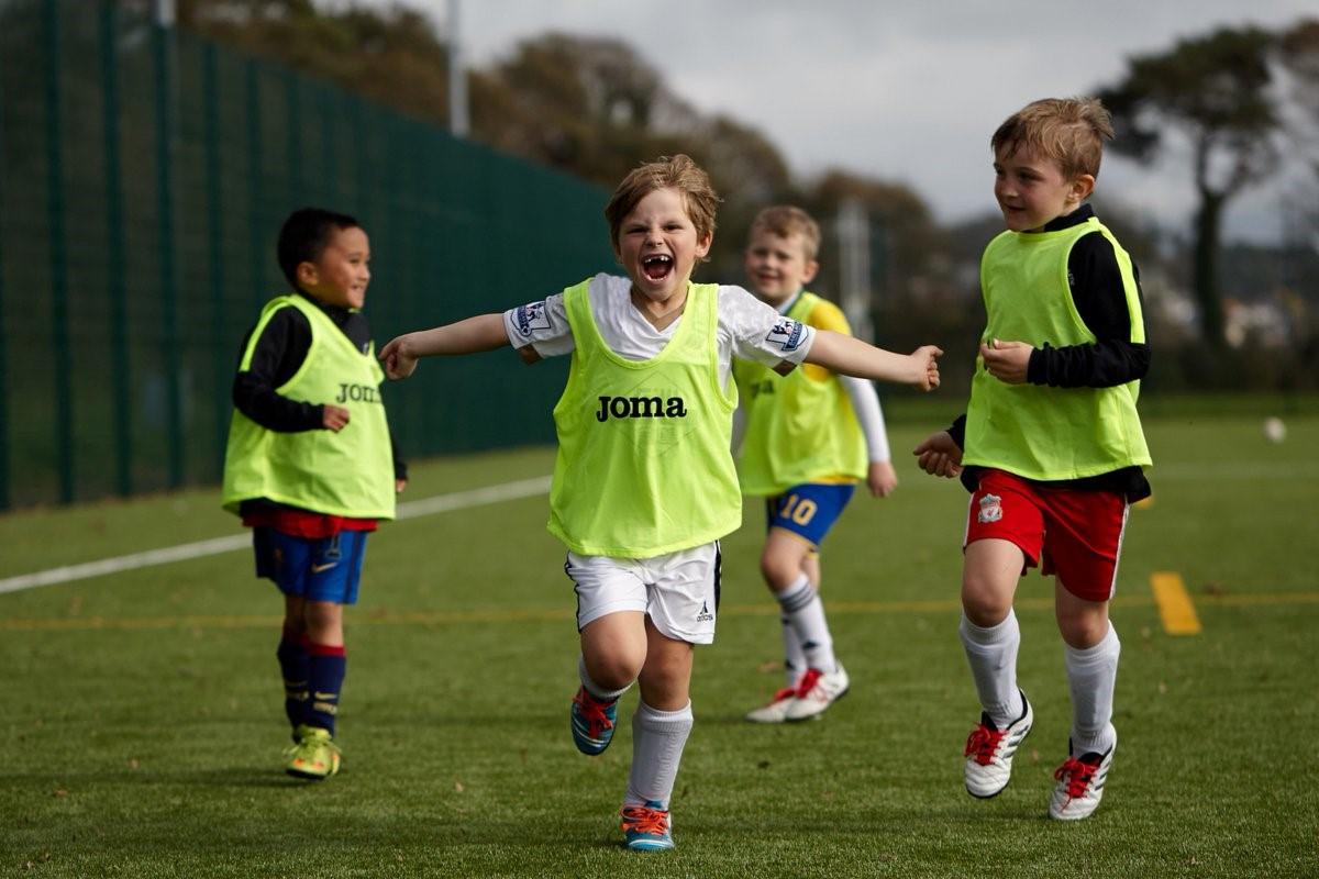 еще классные фото с детьми футболистами интересно сложно построить